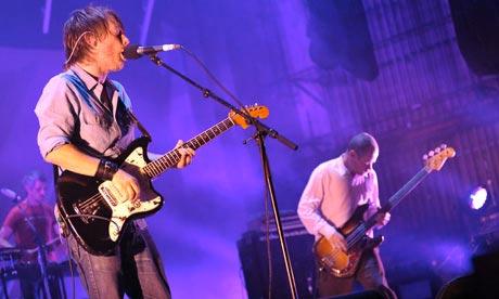 Thom-Yorke-and-Flea-play--001