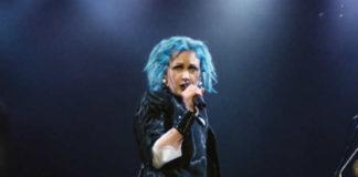 Cyndi_blue_hair_2000