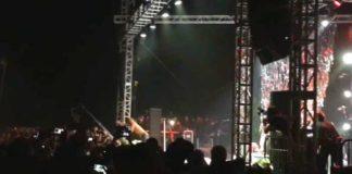 Iggy Pop stage dive